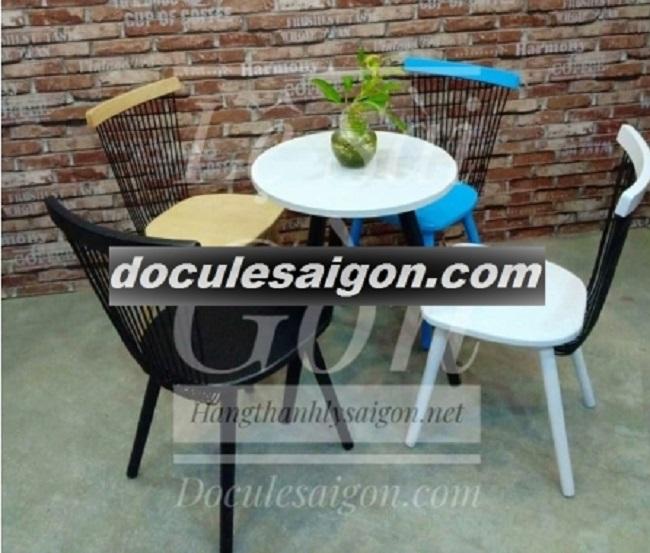 Mẫu bàn ghế quán cà phê đơn giản 1