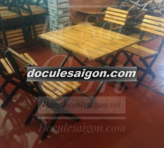 Mẫu bàn ghế quán cà phê đơn giản 4